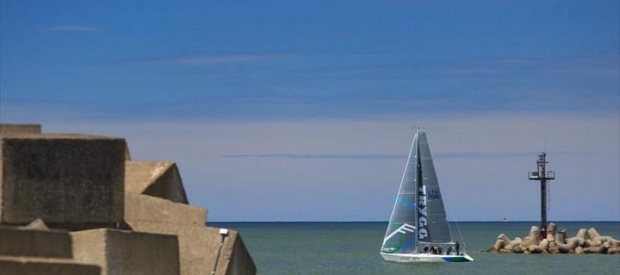 """Gero vėjo klubą tarptautinėse regatose atstovaujanti jachtos """"Arcturus"""" įgula nebijo svajoti"""