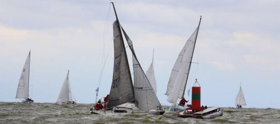 2015 metų Kuršių marių regata iššūkių drąsiems buriuotojams negailėjo